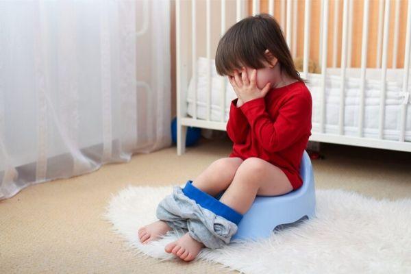 trẻ bị tiêu chảy phải làm sao, be bi tieu chay phai lam sao, trẻ bị tiêu chảy uống thuốc gì, khi trẻ bị tiêu chảy nên làm gì, trẻ bị tiêu chảy nên cho ăn gì, trẻ bị tiêu chảy nên ăn gì, trẻ bị tiêu chảy và nôn trớ, triệu chứng tiêu chảy ở trẻ em, bé bị tiêu chảy mãi không khỏi